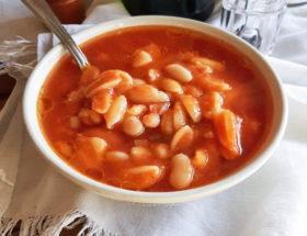 Zuppa di fagioli cannellini al pomodoro