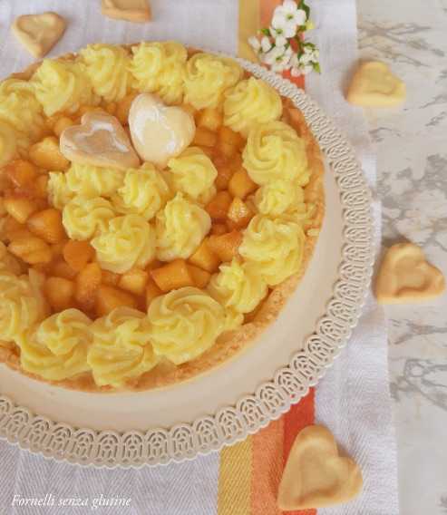 Crostata con crema e pesche
