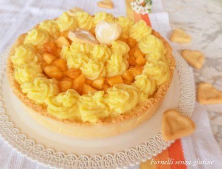 Crostata con crema pasticcera e pesche