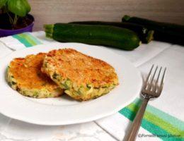 Gli Hamburger di zucchine sono uno dei tanti piatti da poter preparare con questo ortaggio.Hamburger vegetariano, hamburger di zucchine,secondi vegetariani.